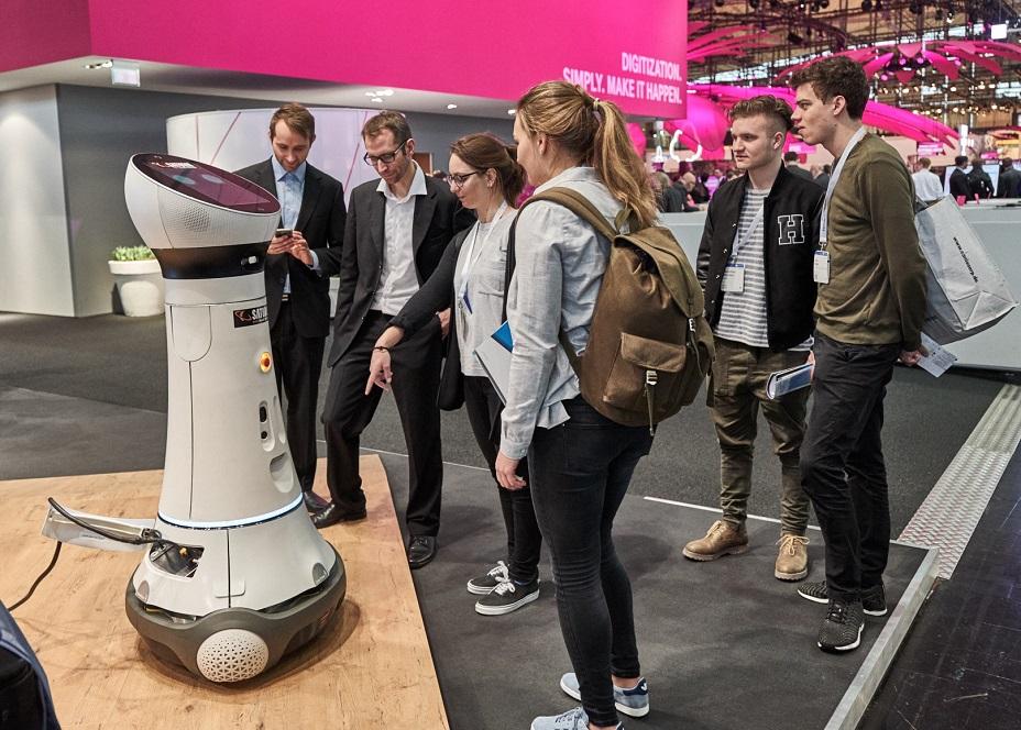Saturn Ingolstadt Roboter Paul 4