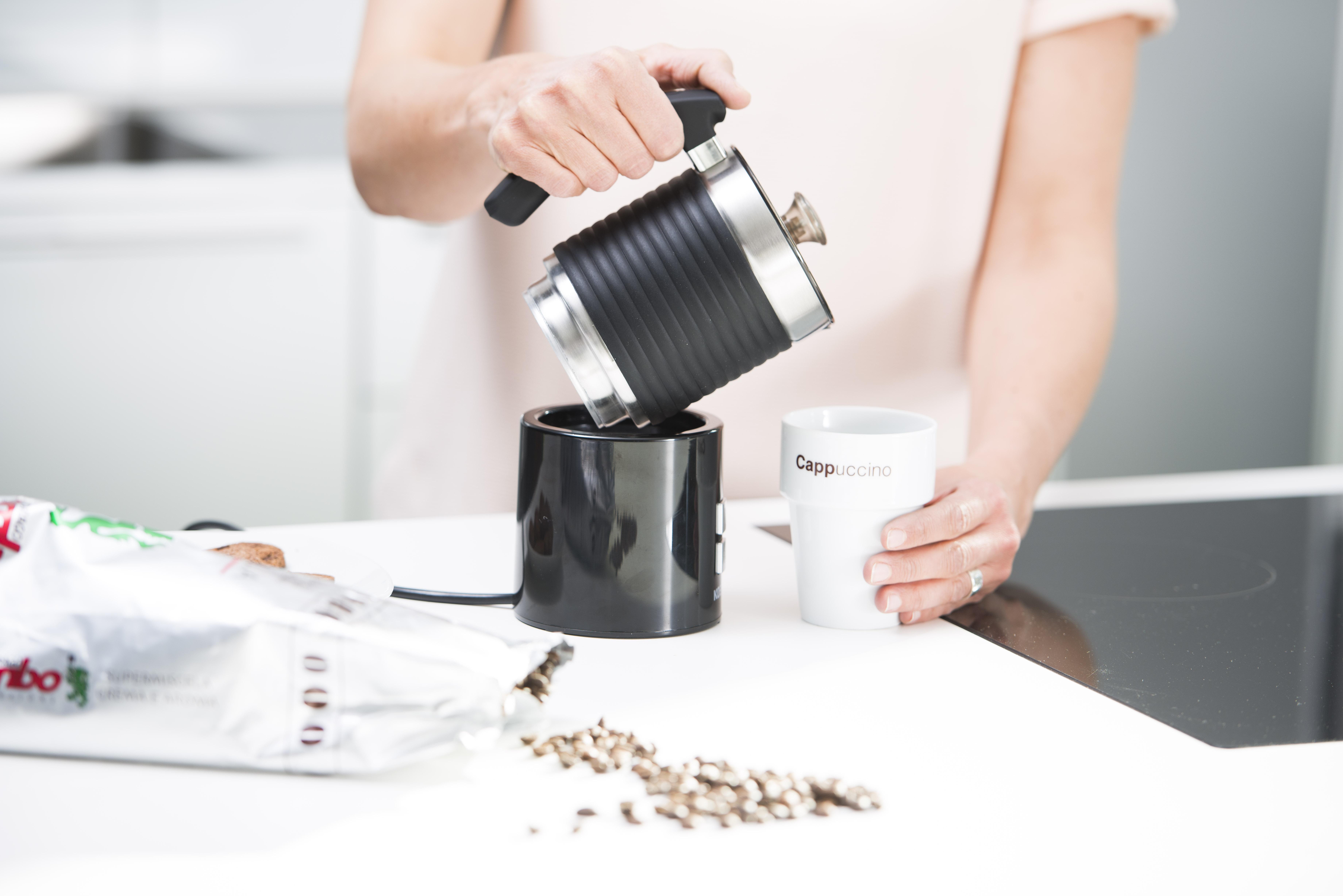 kunst in der kaffeetasse latte art mit dem koenic milchaufsch umer kmf 5211 mediamarktsaturn. Black Bedroom Furniture Sets. Home Design Ideas