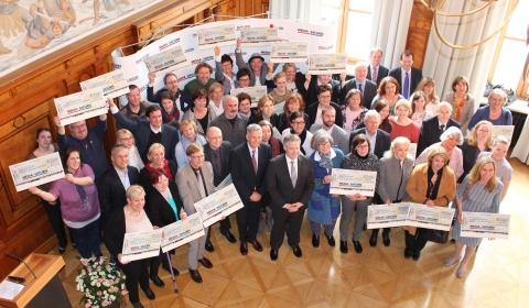 Media Saturn Spendenübergabe Gruppenfoto